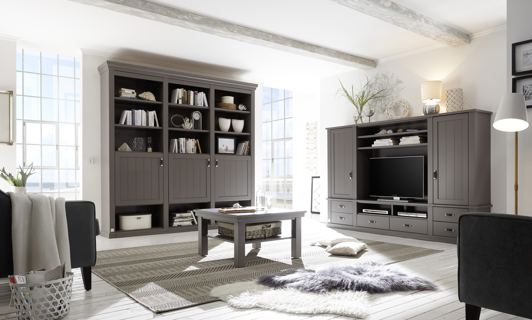 einrichtungsideen landhaus mit sylter akzent sylt living exklusive landhausm bel. Black Bedroom Furniture Sets. Home Design Ideas